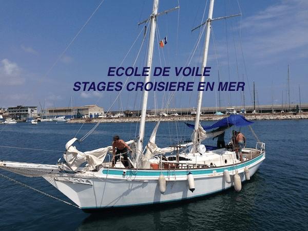 Ecole de voile croisière voilier en train de manœuvrer en stage
